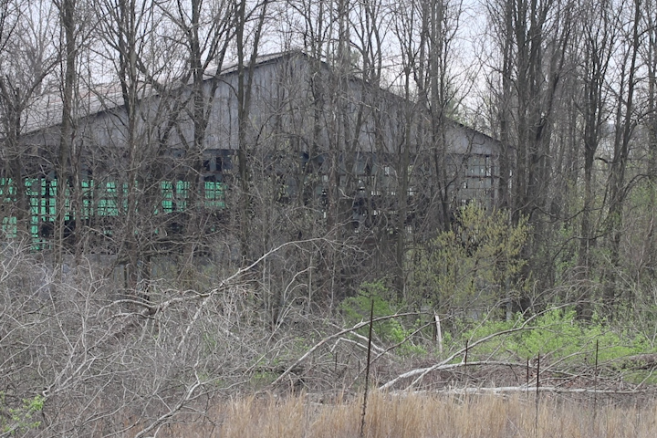 On this picture you can see an abandoned warehouse near the former McDoel Railroad Switchyard.